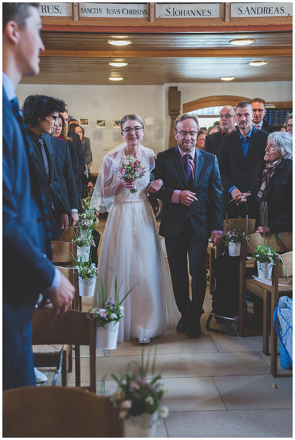 Einzug Kirche Braut mit Papa