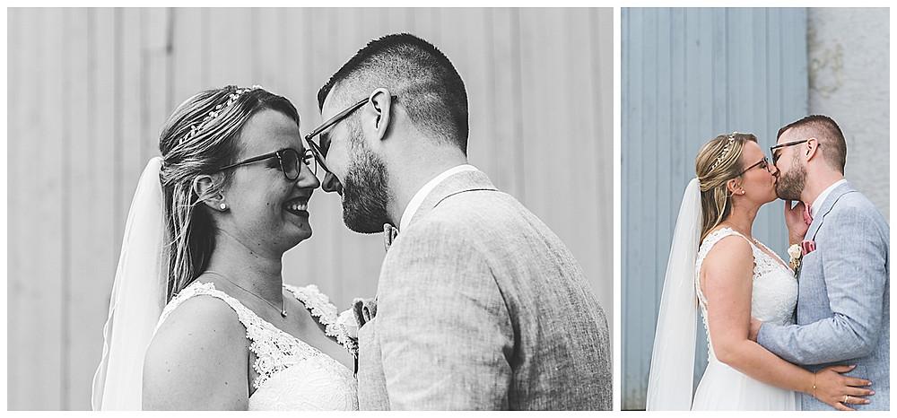 First Look Hochzeitsfotograf Augsburg Bräutigam sieht seine Braut und küsst sie