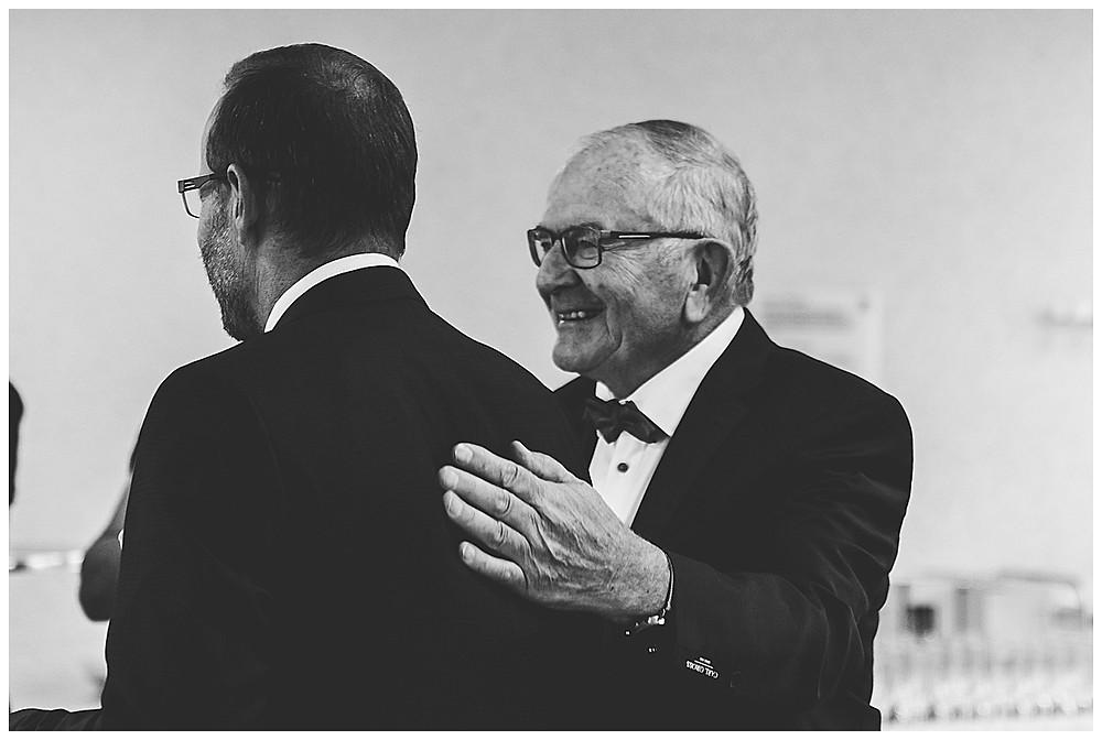 Trauung in Stuttgart Großvater und Brautvater