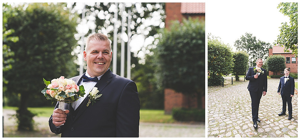Bräutigam dreht sich zur Braut um am Standesamt Ammersbek