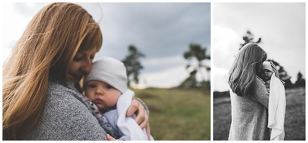 Mama und Tochter kuscheln im Wental Felsenmeer