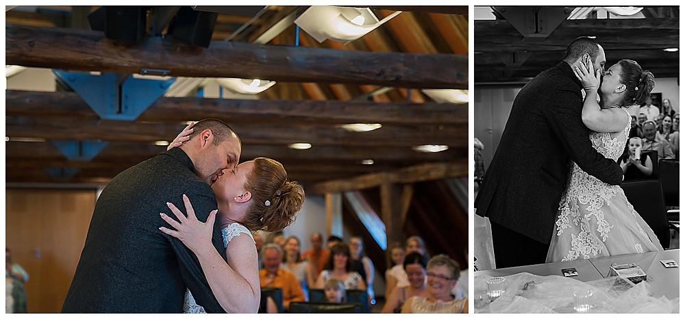 Hochzeitsfotograf Ulm heiraten im Standesamt Langenau  Brautkuss