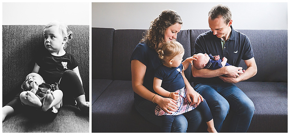 Familienbilder auf dem Sofa beim Neugeborenenshooting