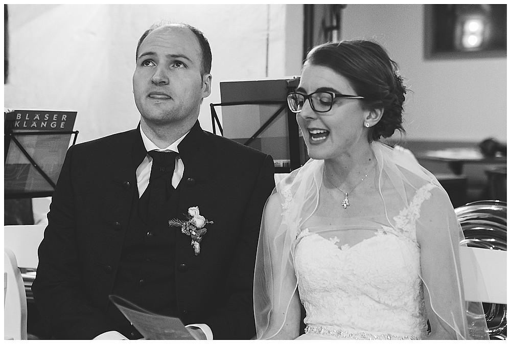 Brautpaar singt bei Traugottesdienst