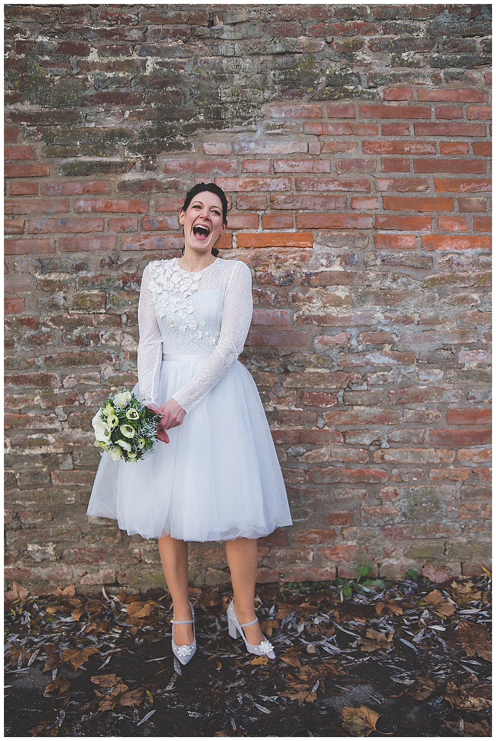 Braut lacht Hochzeitsfotograf Ulm