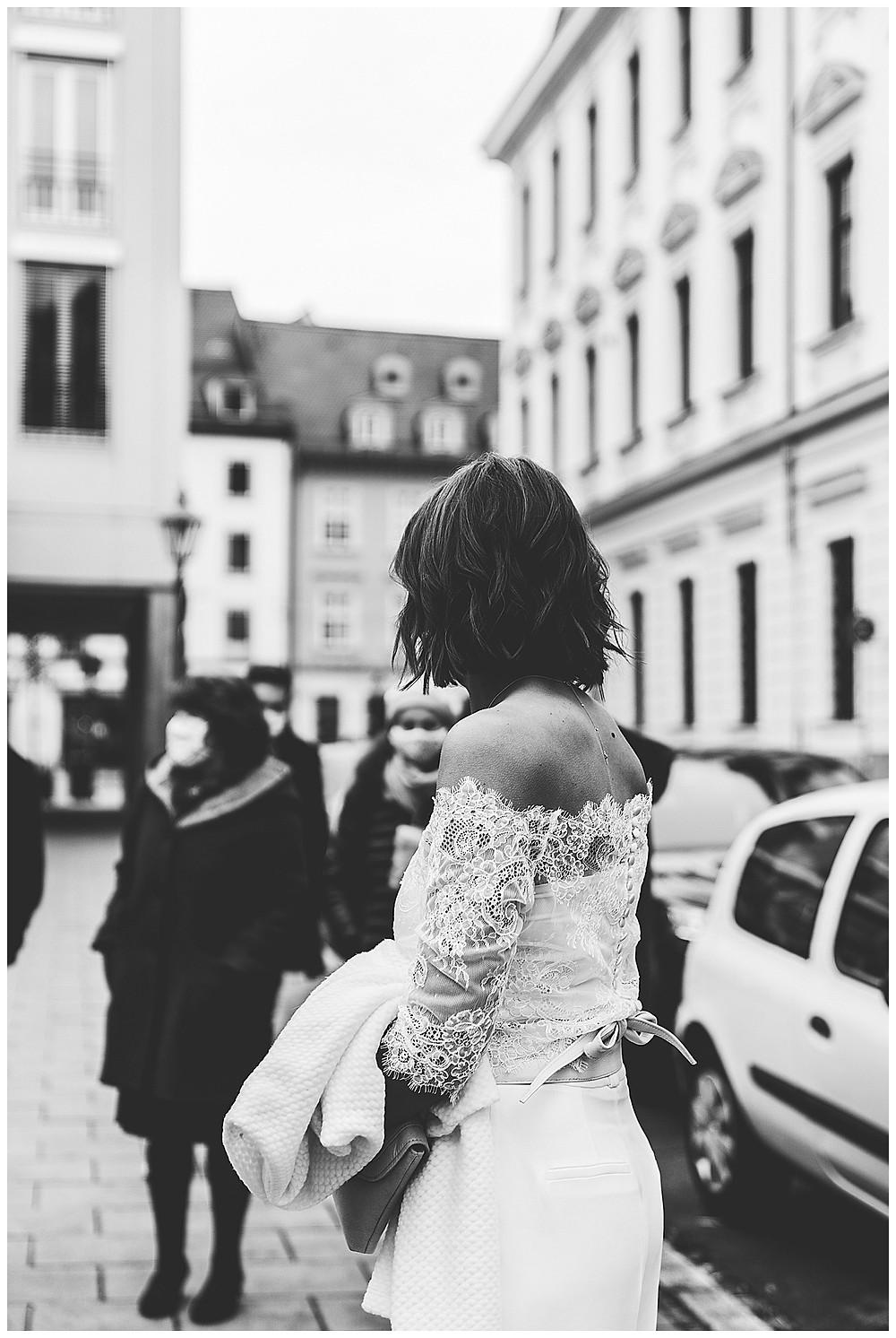 Braut und Gäste