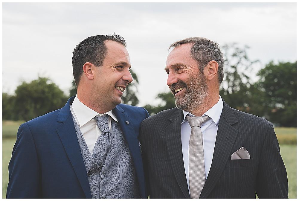 Bräutigam und Papa Hochzeit Foto