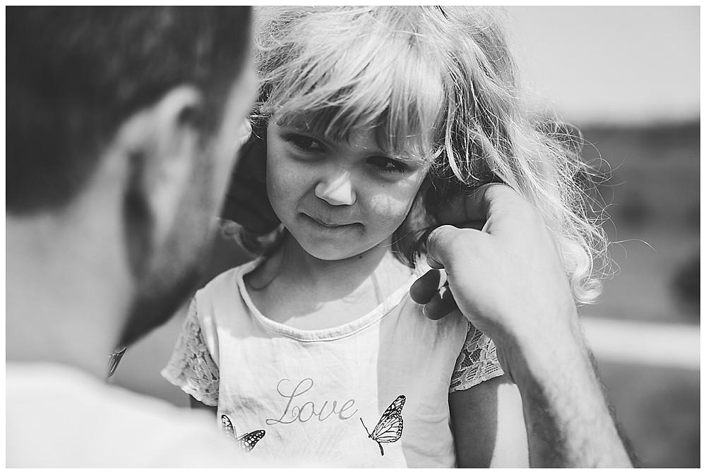 Papa und Tochter Momente beim Fotoshooting
