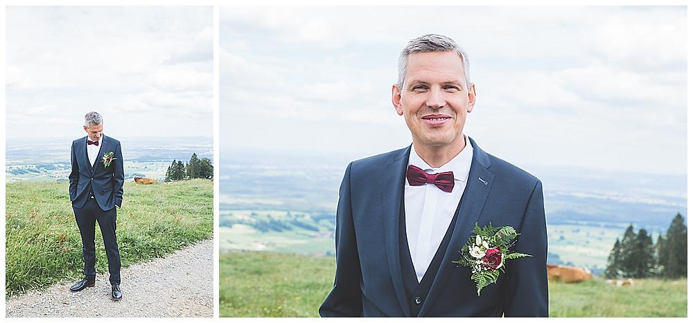 Bräutigam und Kühe auf der Alm Hochzeit