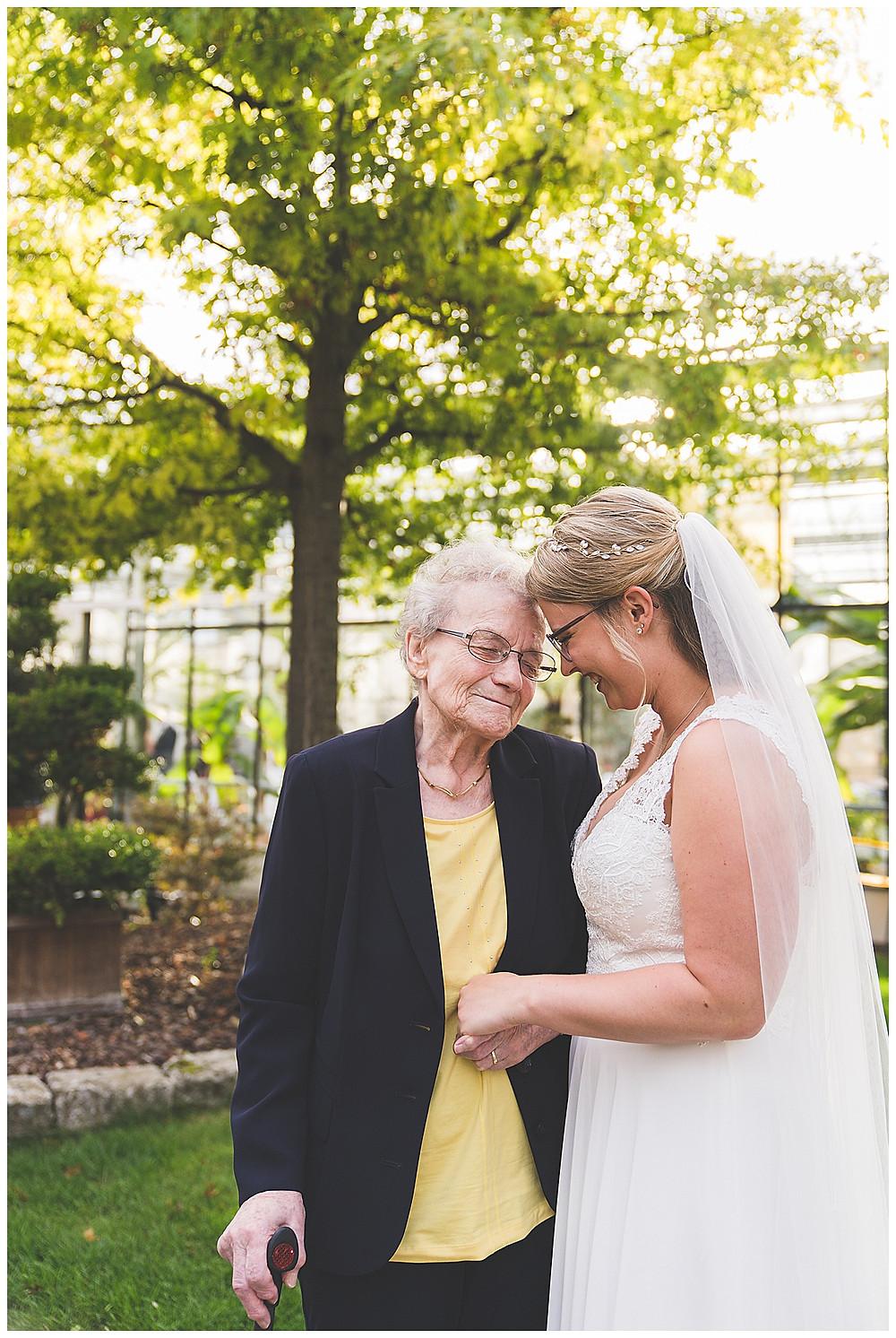 Braut und Oma in Stuttgart Sinneszauber Photographie