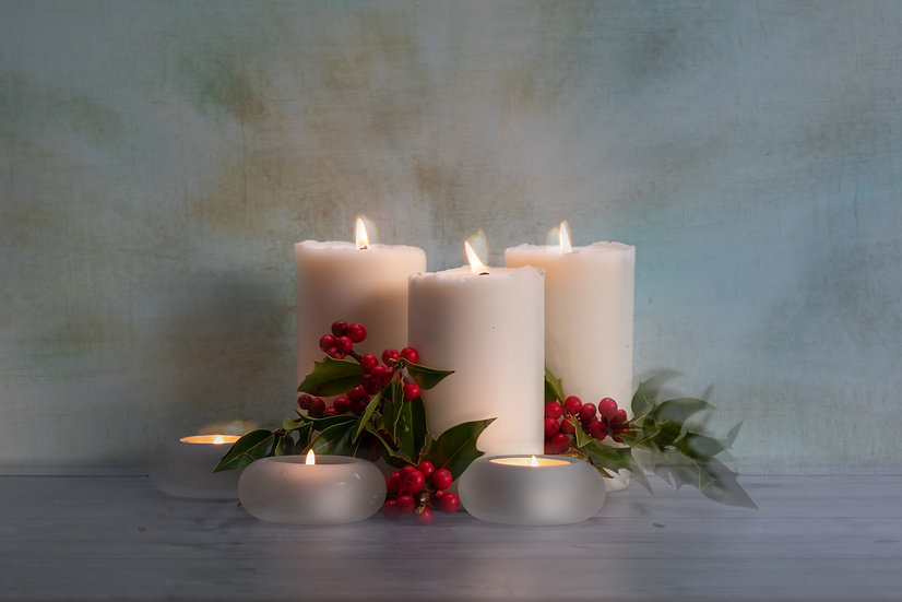 """7 x 5"""" Landscape Card - Candles and Holly."""