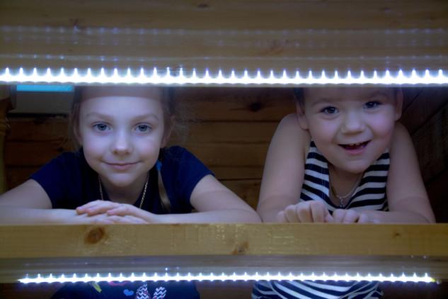 Дети на лестнице фото