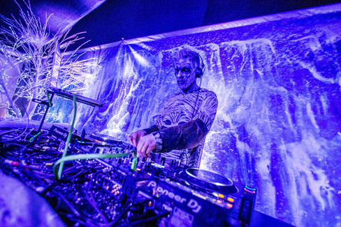 Game-of-thrones-marquee-party-DJ-theme-ice-walker