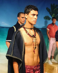In Descendant of Thieves SS19