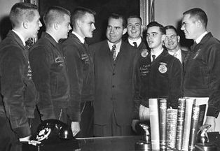 Richard-Nixon-with-National-Officers-196