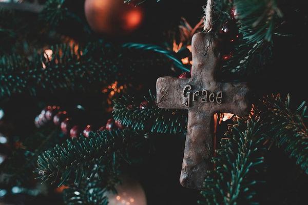 pccc- christmas tree cu w: cross ornamen