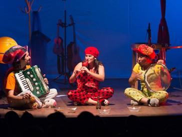 Teatro Zulmira Canavarros retoma espetáculos em sistema de drive-in neste sábado