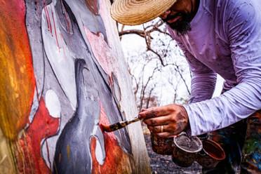 Artista plástico cuiabano leiloa obras criadas a partir das cinzas do Pantanal para arrecadar fundos