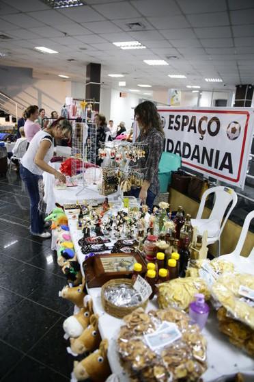 Artesãos da baixada cuiabana expõem no Espaço Cultural da ALMT