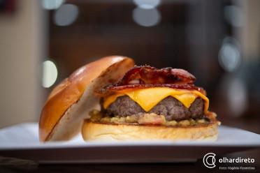 Festival traz 45 opções de hambúrgueres por R$ 20 e premia quem comer mais em 10 minutos