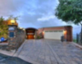 Modern-driveway-with-stone-pavers_edited