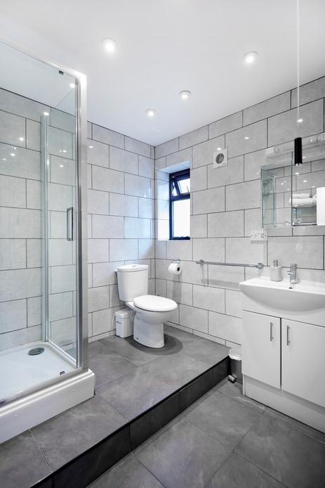 Bathroom (Room 12)