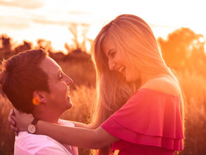 5 Body Language Cues That Make Him Instantaneously Fall For You