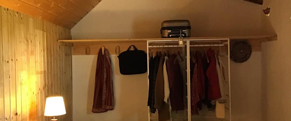 Room with woredrobe