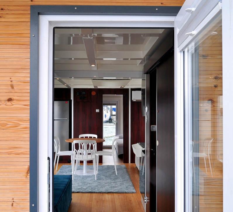AQUACASA Houseboat entrance