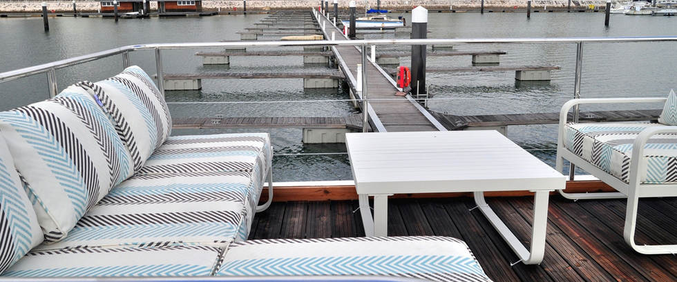 HOUSEBOAT AQUACASA dock.jpg