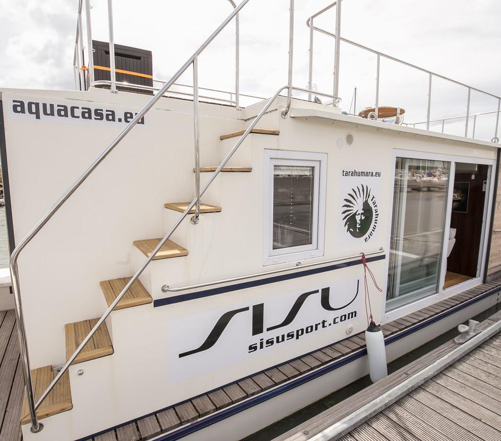 Aquacasa Houseboat