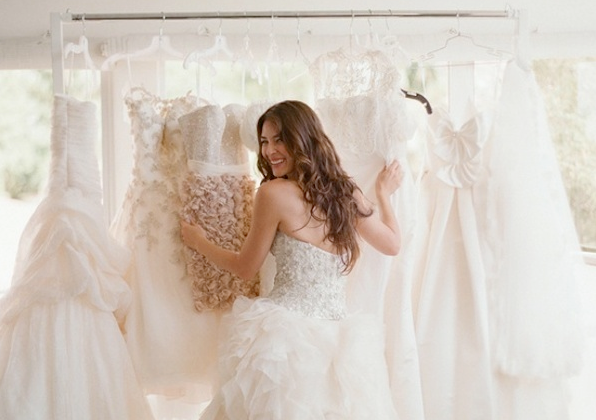 Top 10 Wedding Dress Shopping Tips