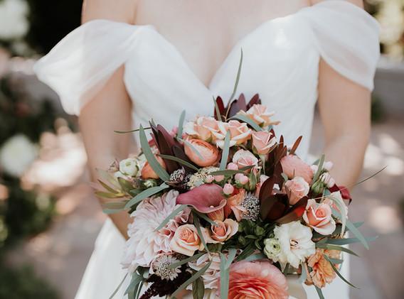 breannapluskevinphotography bridal bouqu