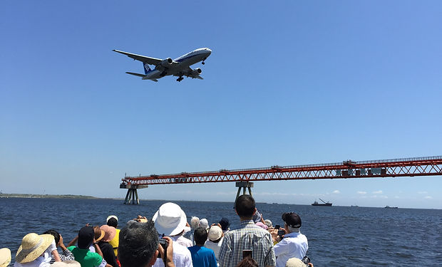 羽田空港,飛行機,誘導灯の真下,クルージング