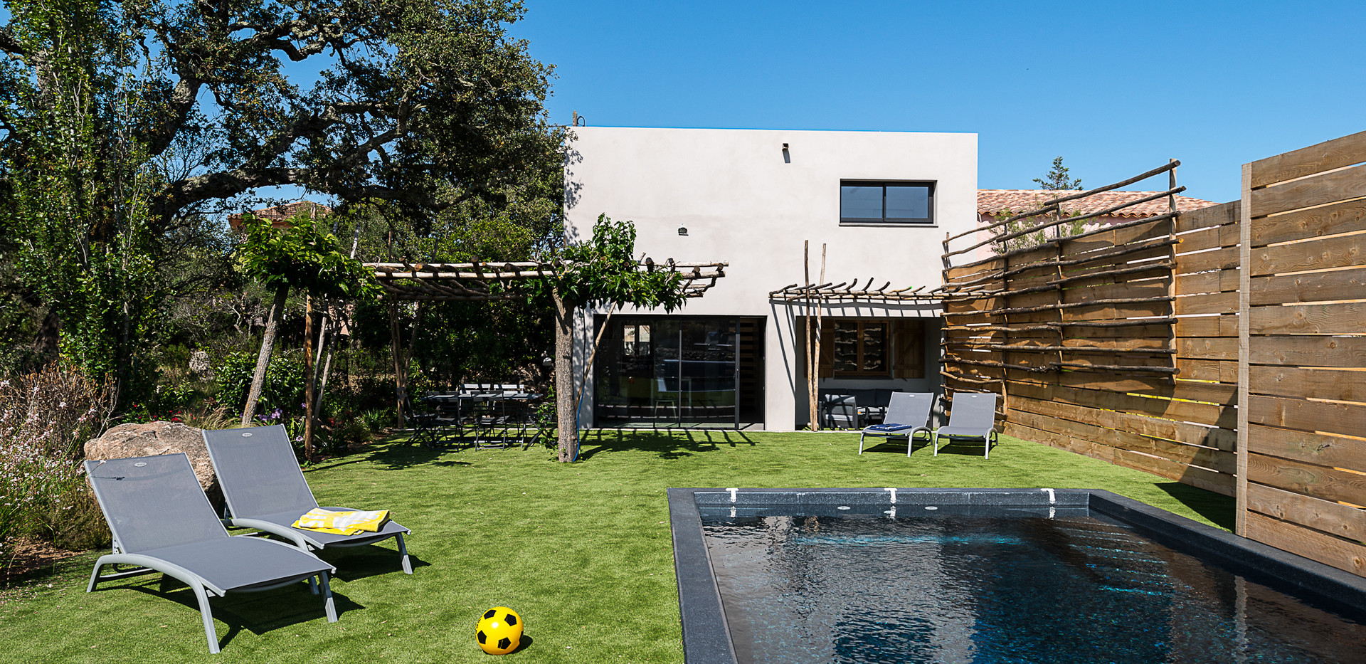 jardin-piscine-maison-corse