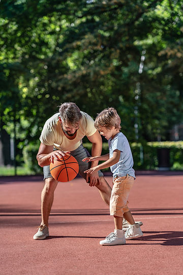 family-playing-basketball-in-summer-BDL8