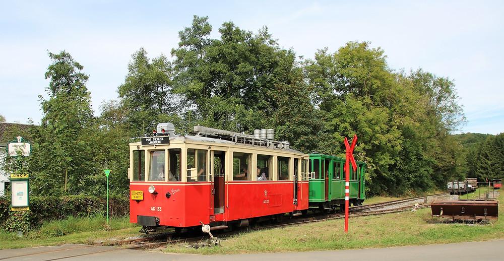 Die Museums-Straßenbahn an der Aisne.