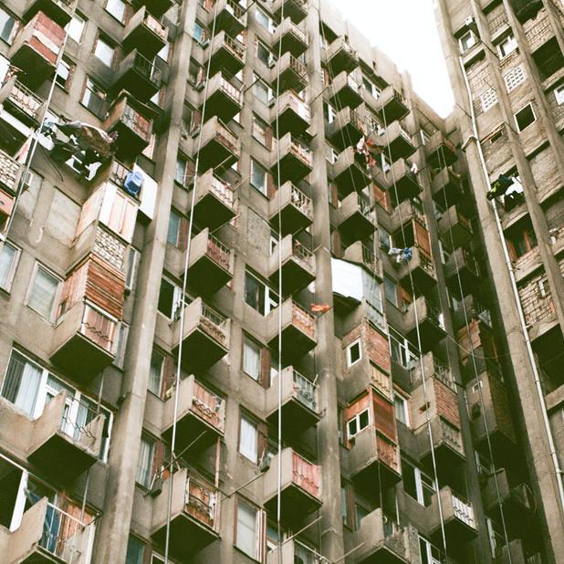 البيوت والسكن