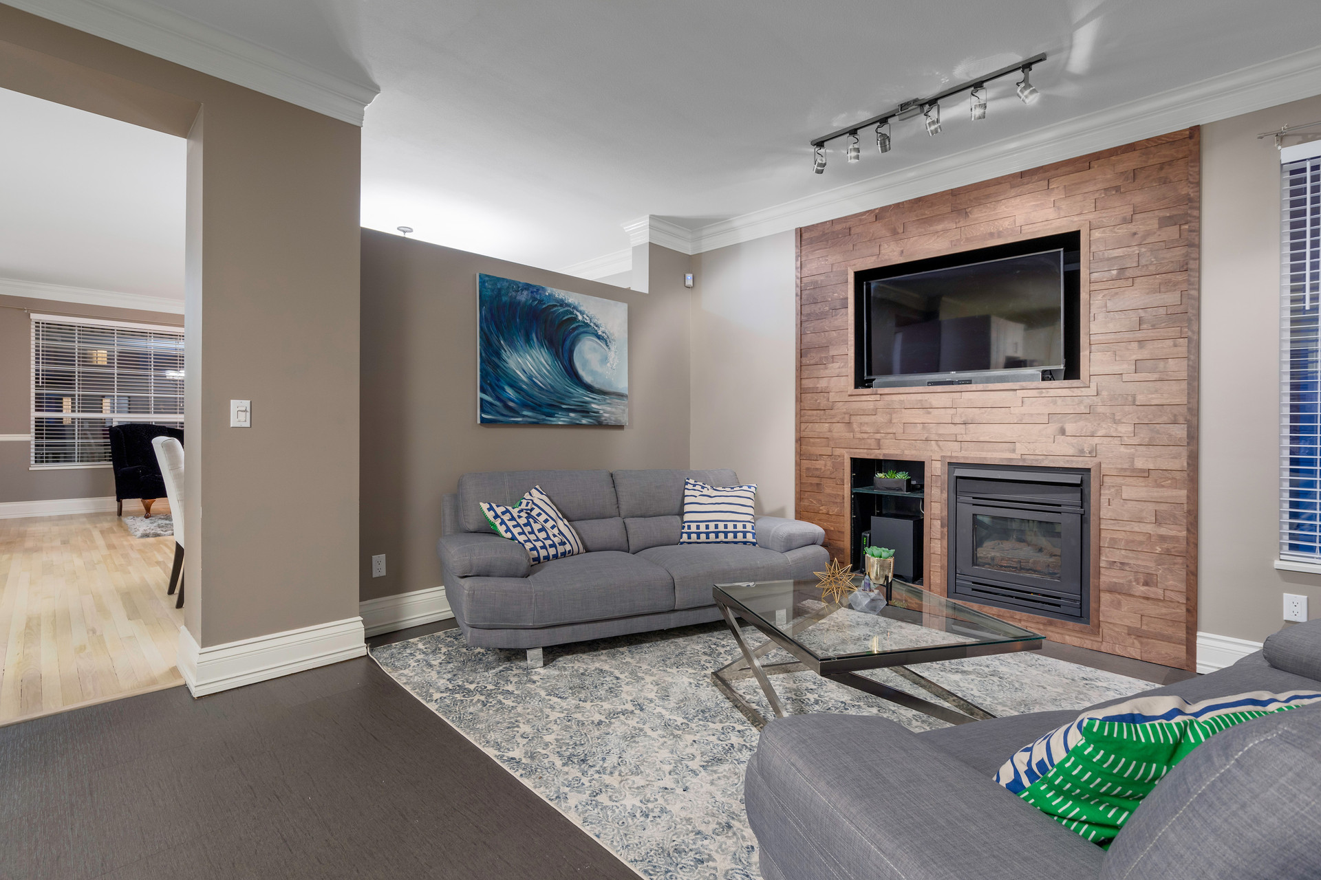 18433-65-Ave-360hometours-08.jpg