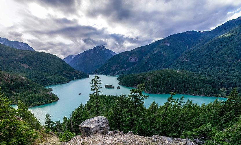 mountain-lake-1031458_1920.jpg