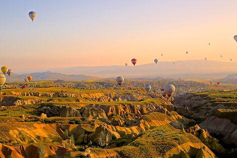 hot-air-ballons-828967_1920.jpg