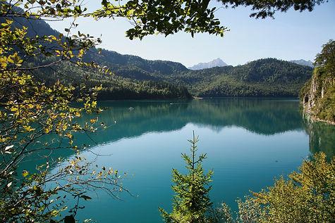 lake-5957963_1920.jpg