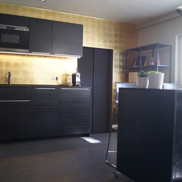 Küche Schwarz mit Gold