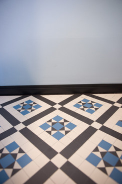 EG WC Detail Sockel Boden.jpg