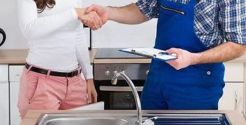 a-fast-plumber-providing-emergency-plumb