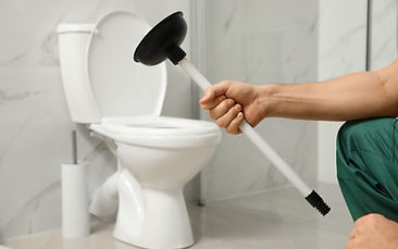 Professional-Plumber-Holding-Plunger-abo