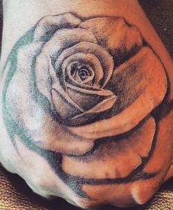 rose-hand-tat