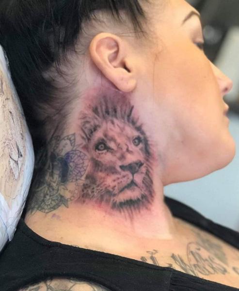 Neck-Lion