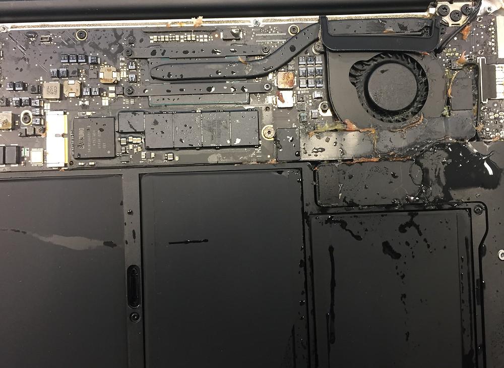 MacBook Air zalanie FixMe serwis Apple Łódź