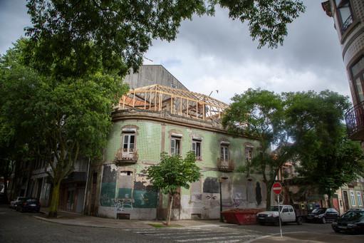 Reconstrucción de una casa en la ciudad de Oporto.